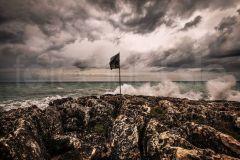 1_Flag-on-the-sea
